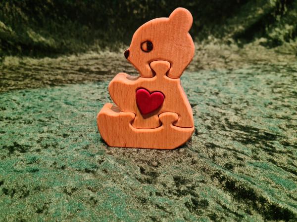 Bär mit rotem Herz