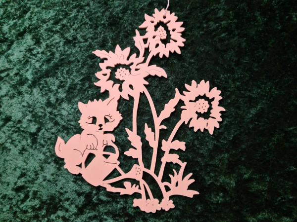 Katze gießt Blumen