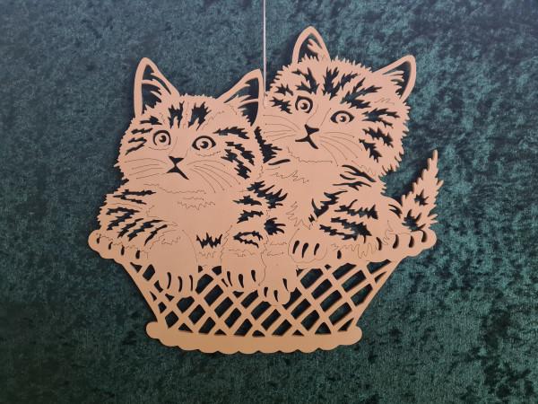 Zwei Katzen im Korb