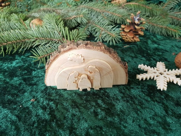 Kleine Weihnachtskrippe in einer Baumscheibe zum herausschieben 3D
